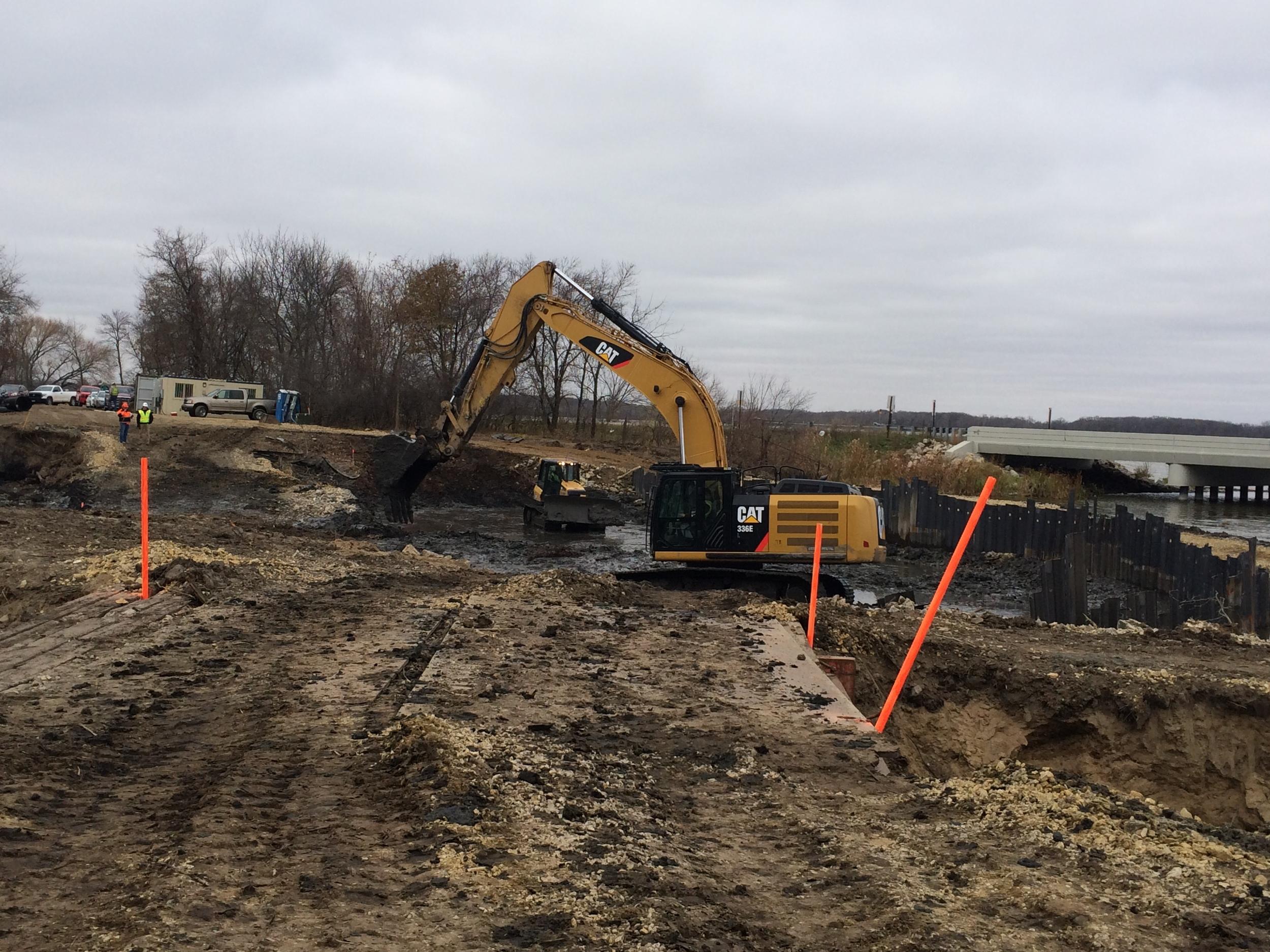 14-16 Albert Lea digging.JPG