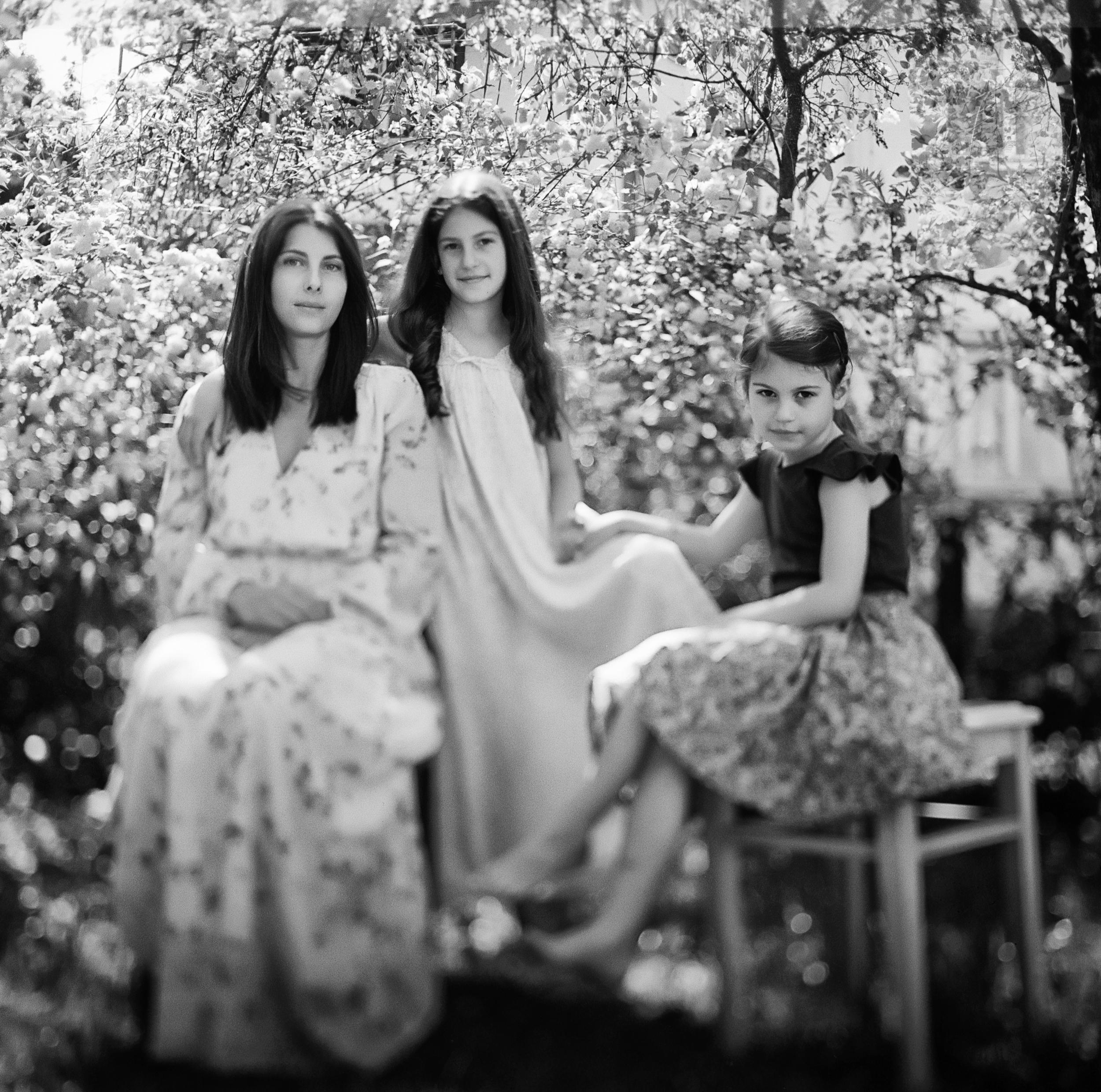 georg schmidt fotograf aus aschaffenburg-familienportrait-analog-film-trix 400-schwarzweiss-gefühlvolle portraits-mittelformat 120.jpg