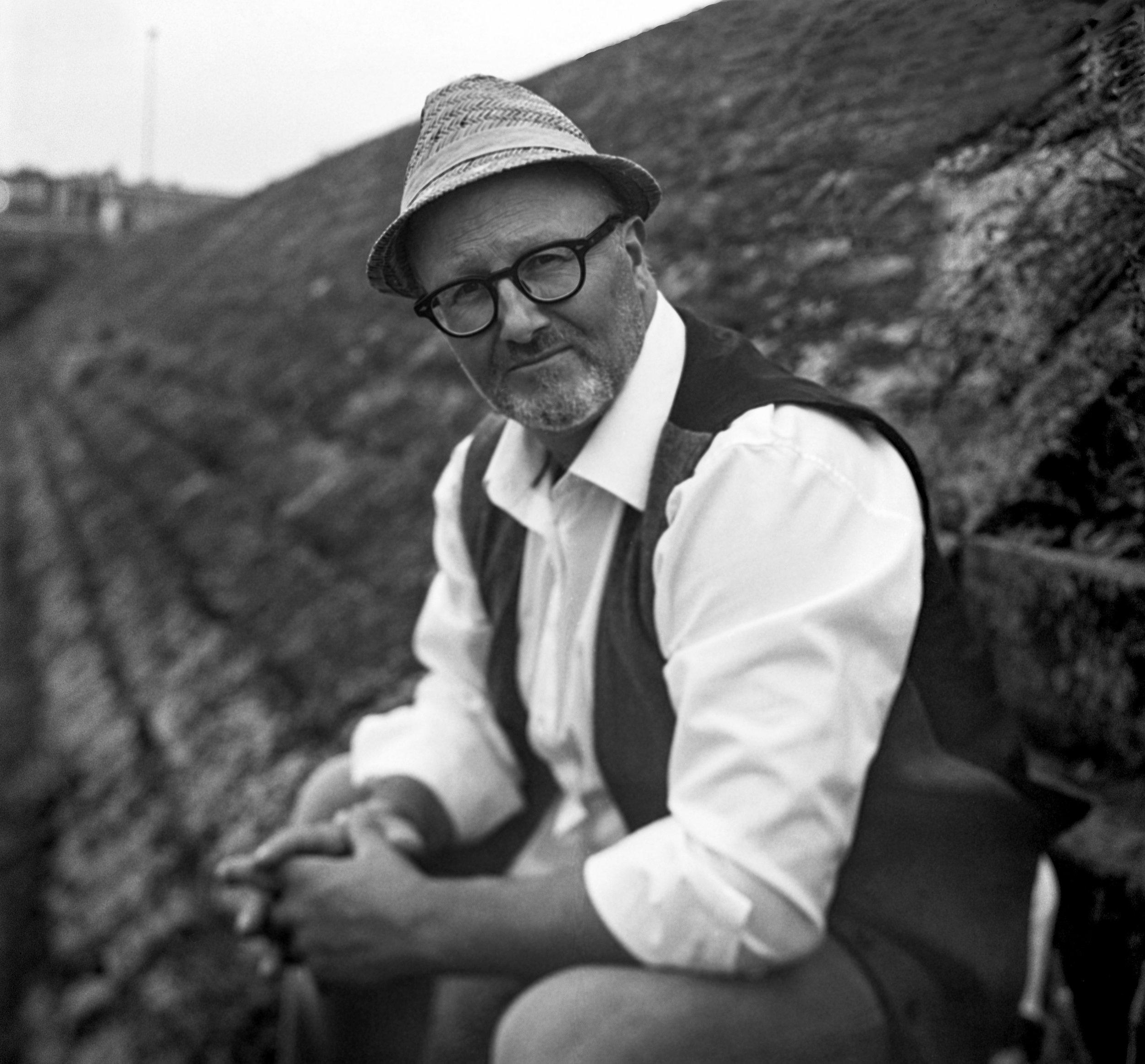 Georg Schmidt Fotograf aus Aschaffenburg Portrait Maenner Film blackandwhite Rolleiflex SL66 Film Kunstvolle Fotografie-mittelformat.jpg