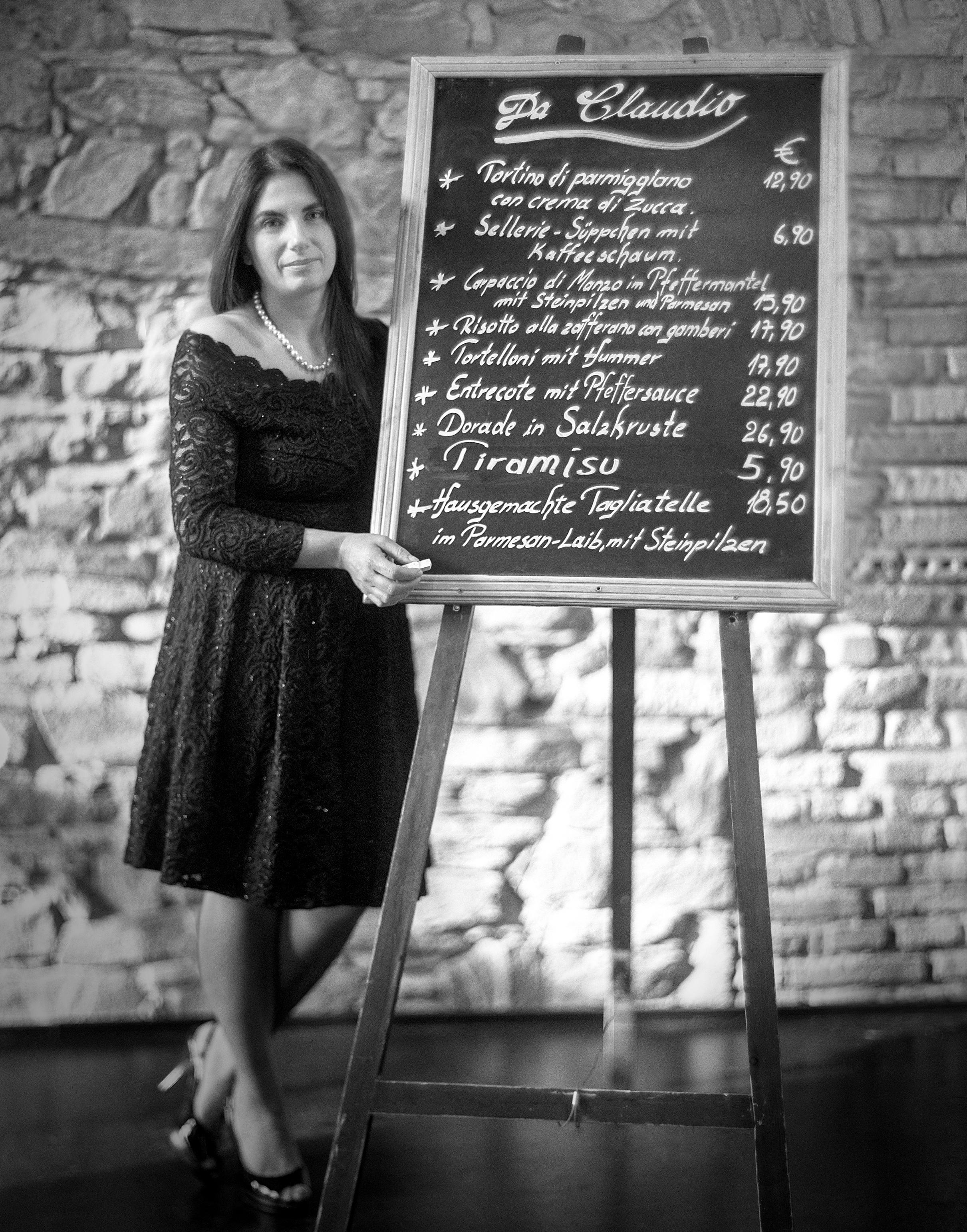 15- Unternehmerportraits 4x5 analog speed graflex aero ektar familienportraits pentax 67 blackandwhite film trix 320 georg schmidt fotograf aus aschaffenburg da claudio 4.jpg