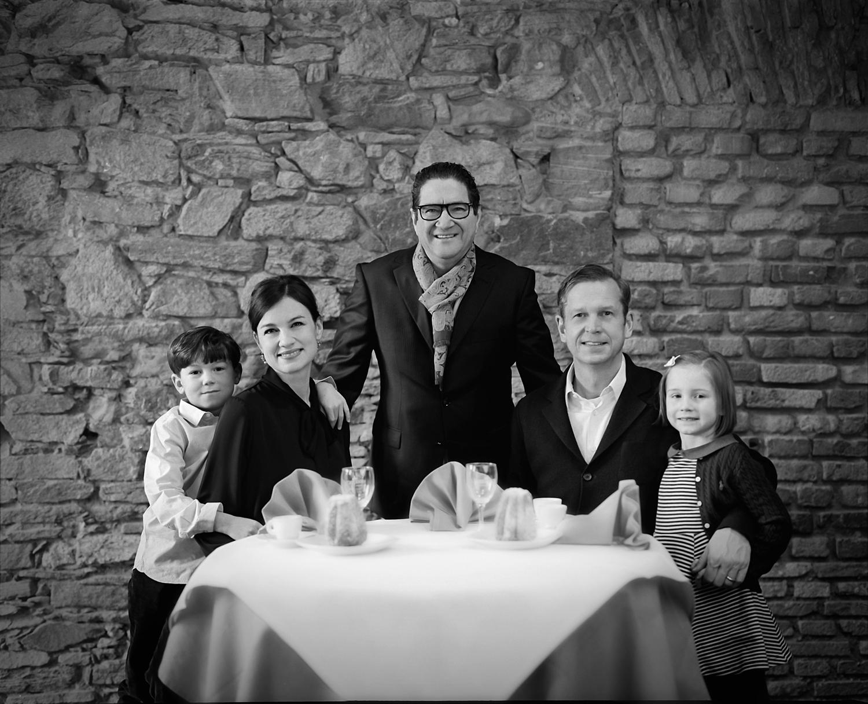 georg schmidt fotograf aus aschaffenburg analog 4x5 großformat fine art kodak trix 400 unternehmerprotraits familienportraits.jpg