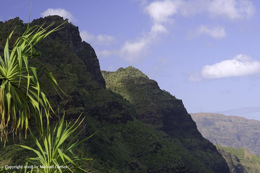 Sea cliff from the Kalalau Trail (Na'apali) on Kaua'i