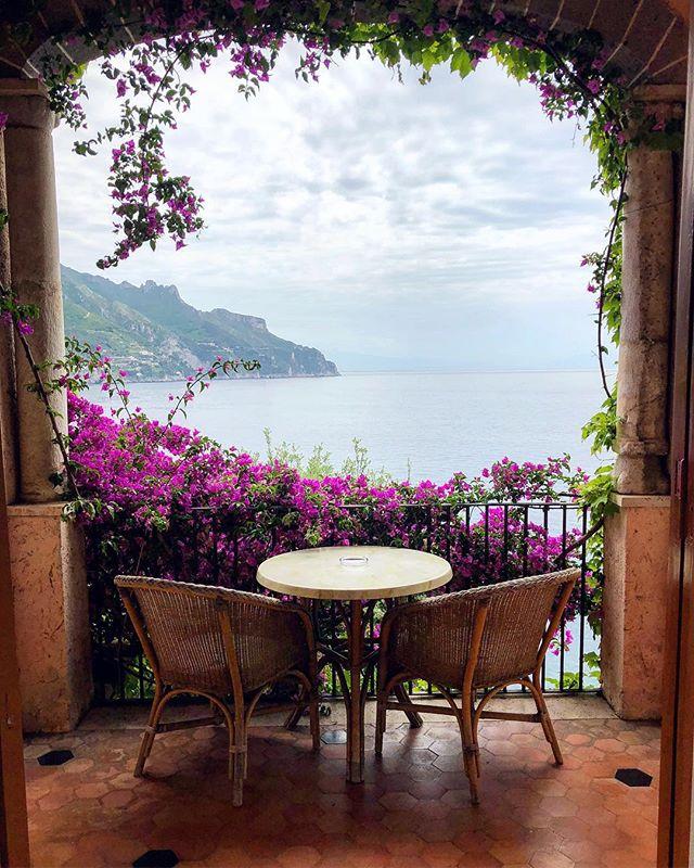 Trading views. 🌺🌺🌺 . . . #amalficoast #ravello #italy #mediterranean #travel #wanderlust