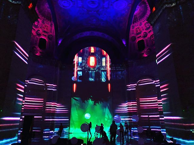 Took a trip over to SuperReal a few weeks ago and I gotta say, the projection mapping was insane. And it was every bit super real. @momentfactory, you all are wild.
