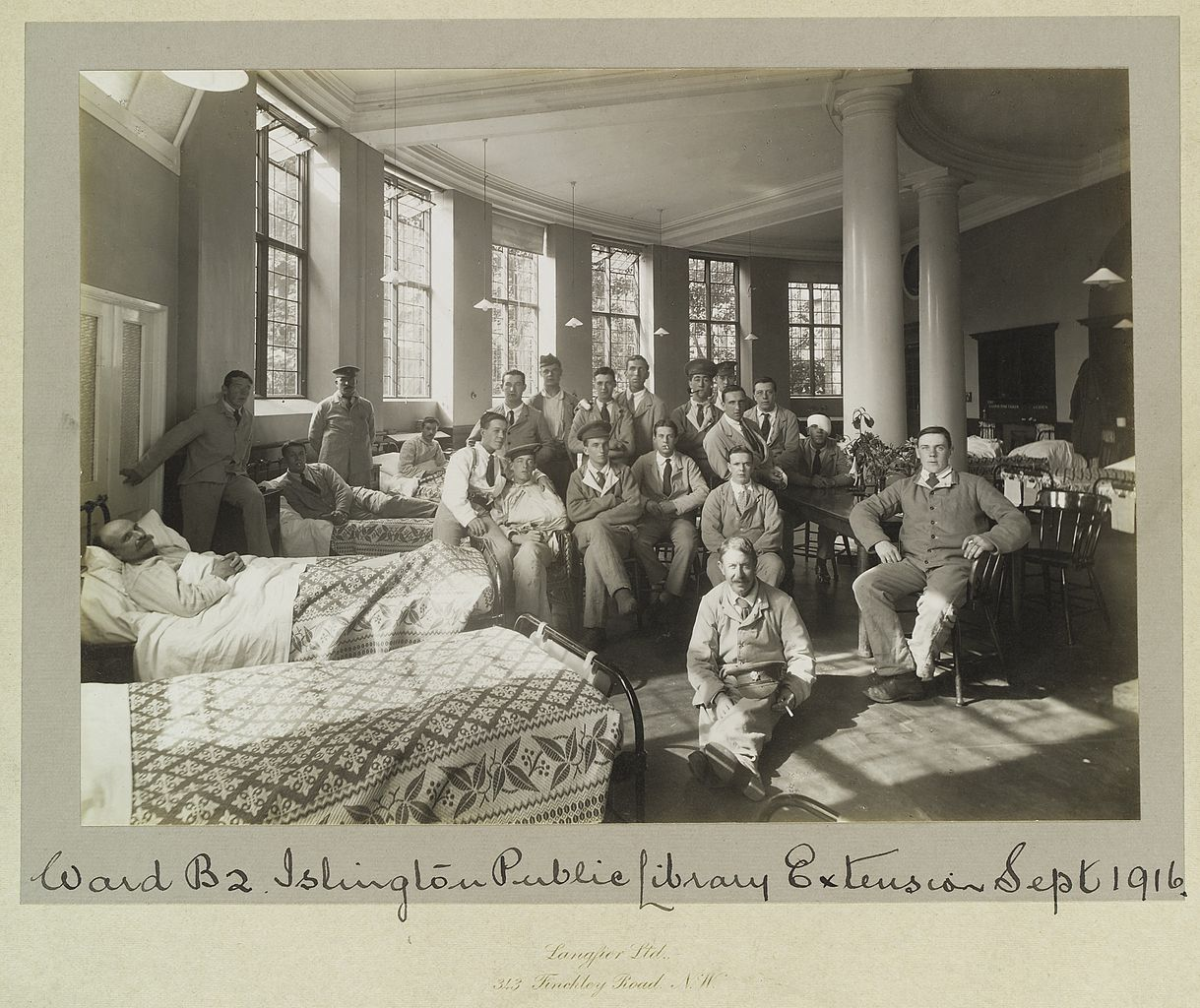 A hospital ward erected in the Islington Public Library in 1916.   Wellcome Images/Wikimedia Commons  (CC BY 4.0)
