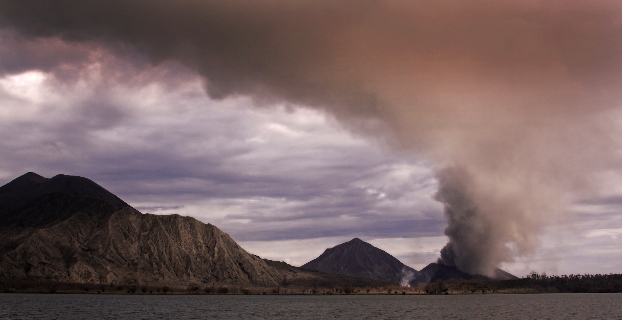 Volcanic eruptions are powerful forces of nature that can temporarily shape the planet's climate, inspiring a bold idea to tackle climate change.  Jonathan E. Shaw/Flickr  (CC BY-NC 2.0)