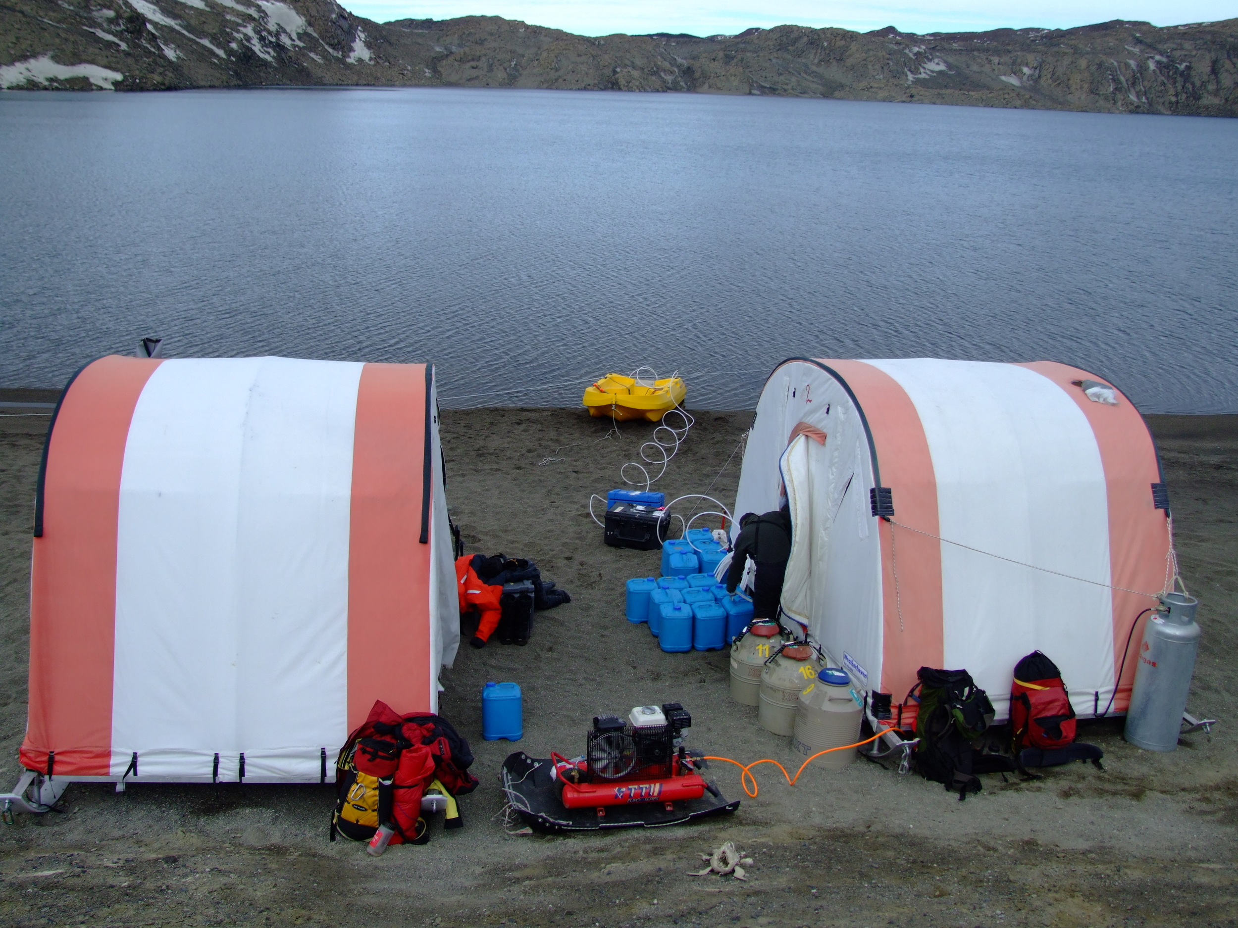 Researchers conducted their research from mobile work shelters on the Deep Lake shoreline.   Photos from 2008 expedition.  Ricardo Cavicchioli (used with permission)
