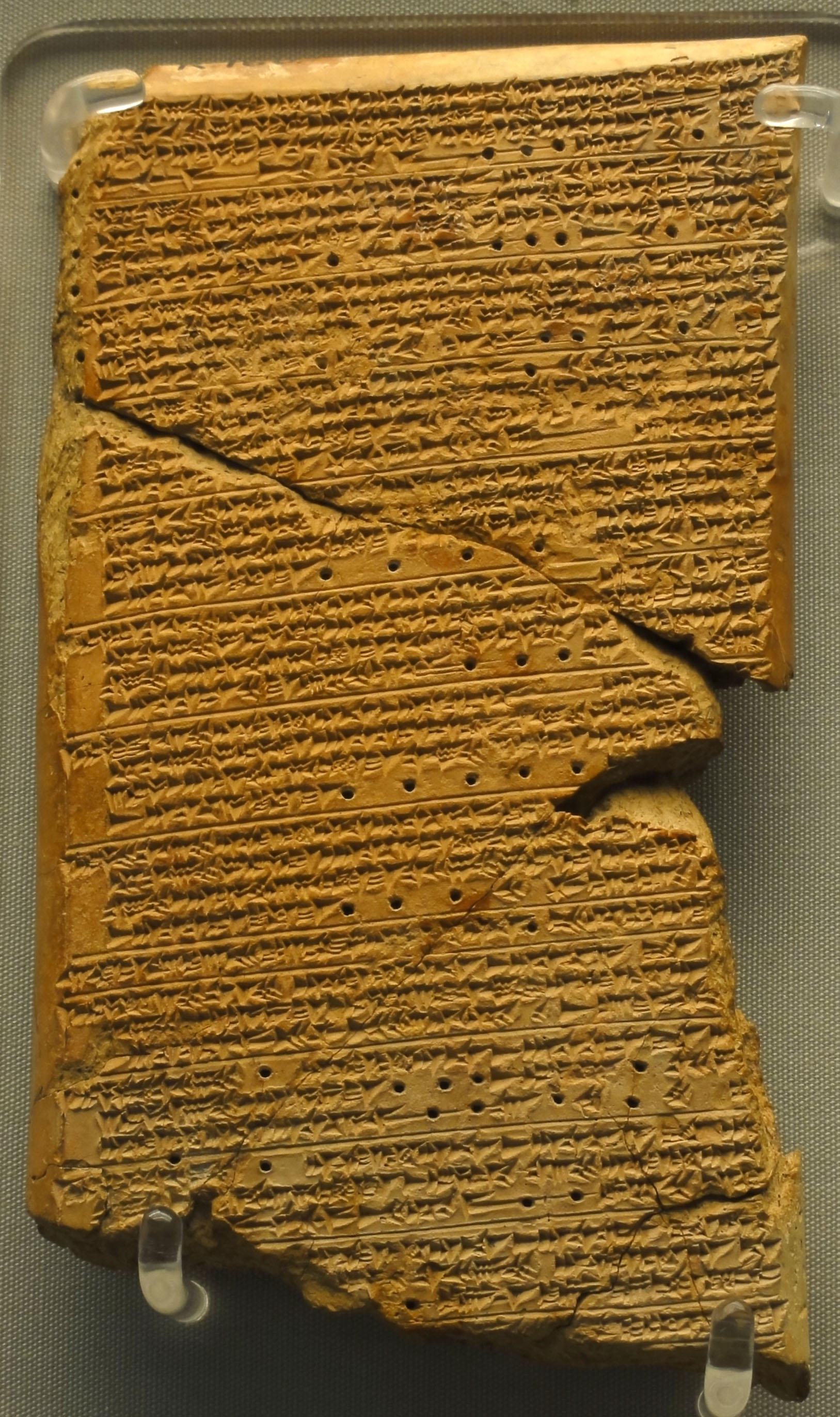 The   Venus Tablet of Ammisaduqa contains a record of the rise and set times of Venus on the horizon in the seventeenth century BC.    Wikimedia Commons    (CC BY-SA 3.0)