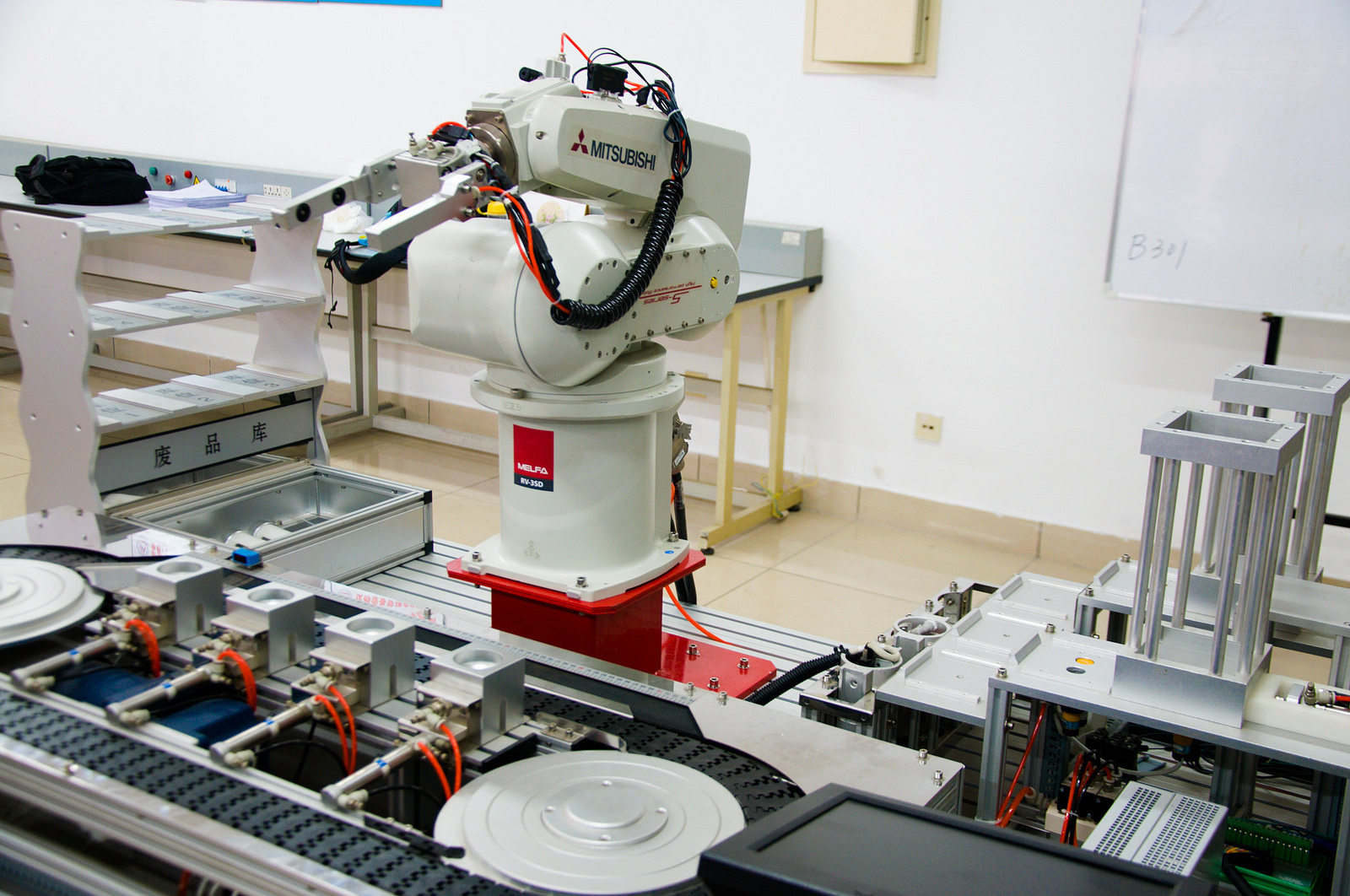 An industrial robot being trained at    Tianjin College of Mechanics and Electricity in China.   Mitch Altman/Flickr  (CC BY-SA 2.0)