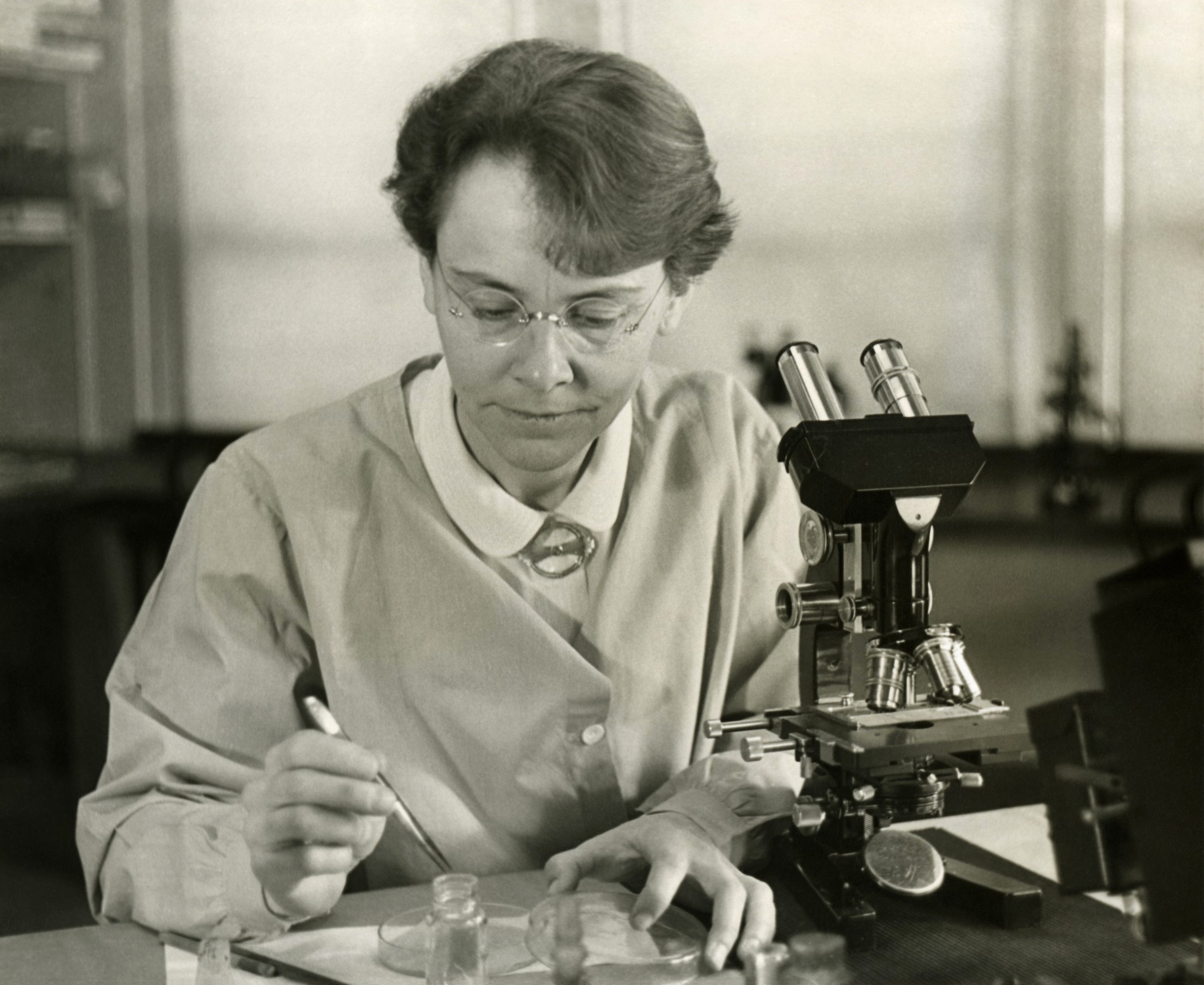 Pictured in her laboratory in 1947, it wasn't until 1983 that Barbara McClintock received a Nobel Prize for her discovery of mobile genetic elements.  Smithsonian Institution/Flickr  (public domain)