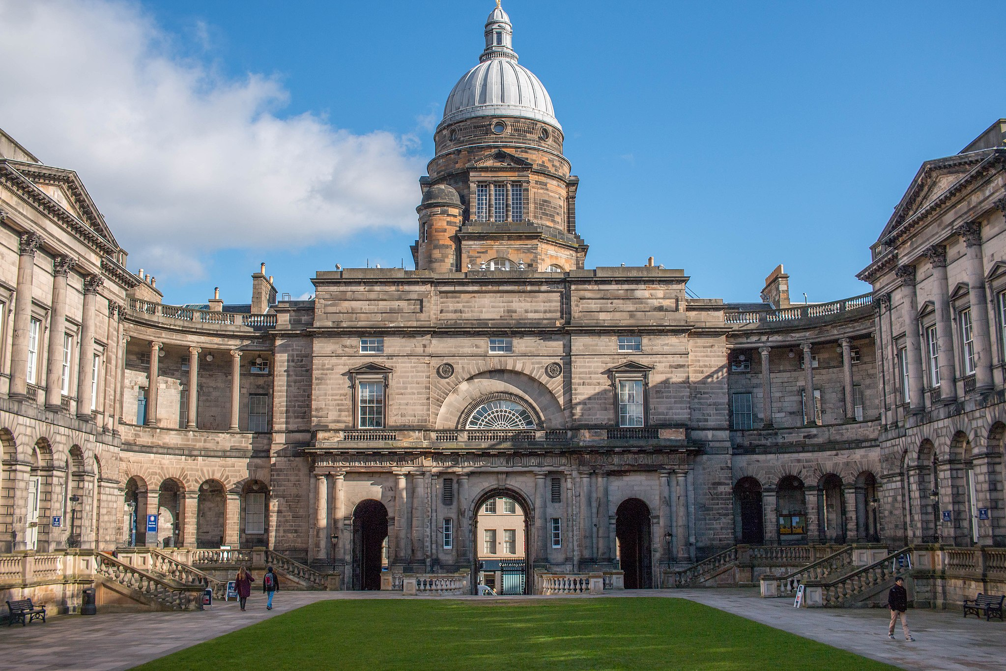 Old College, University of Edinburgh .  LWYang/Wikimedia Commons  (CC BY-SA 2.0)