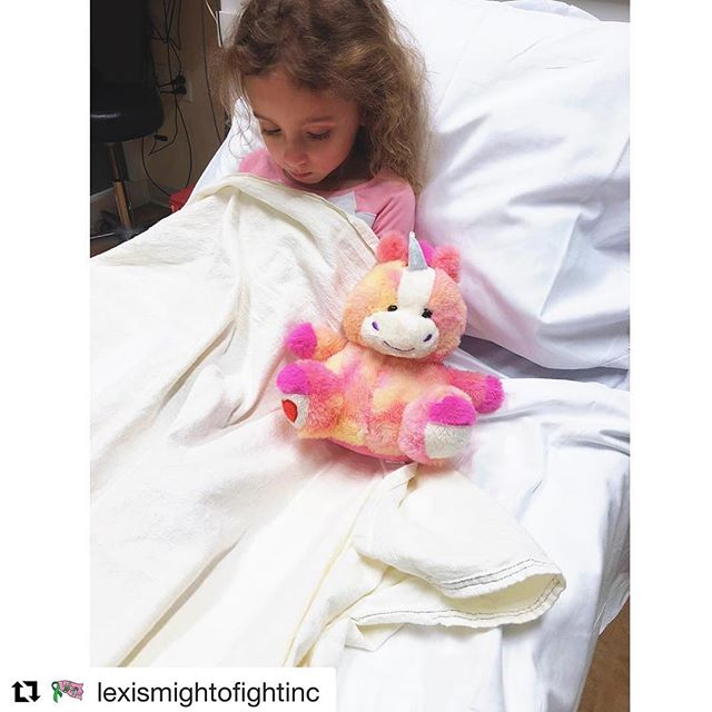 Reese loves you Baby Girl!! 🐭💜 LEXI STRONG!! #lovewins #keepfighting  #Repost @lexismightofightinc ・・・ Hi everyone here is a quick update on our Lexi girl . . Lexi was experiencing a great deal of pain in her stomach over the last few days. Her ketones were high, but were able to be managed and brought down at home. Yesterday was a very hard day for our girl. She was in pain, was getting sick often throughout the day and could barely eat or drink. Around 10:30pm Lexi was brought into the hospital. This is one of those rough patches. Not one that determines this girl's future just one that will make us all fight a little harder. She is all settled into her room (with Luca @strut_your_strong) and is ready to conquer the day! Her fight is one we can all learn from. . . We are thankful for the outpouring of support. Keep sending sunshine ☀️ and positive thoughts her way. We appreciate all of you 💚  @macx1928