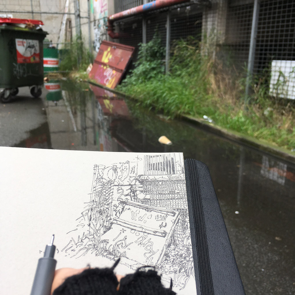 Out drawing in alleyways, street corners and car parks..... (Saturday 5 August 2017)