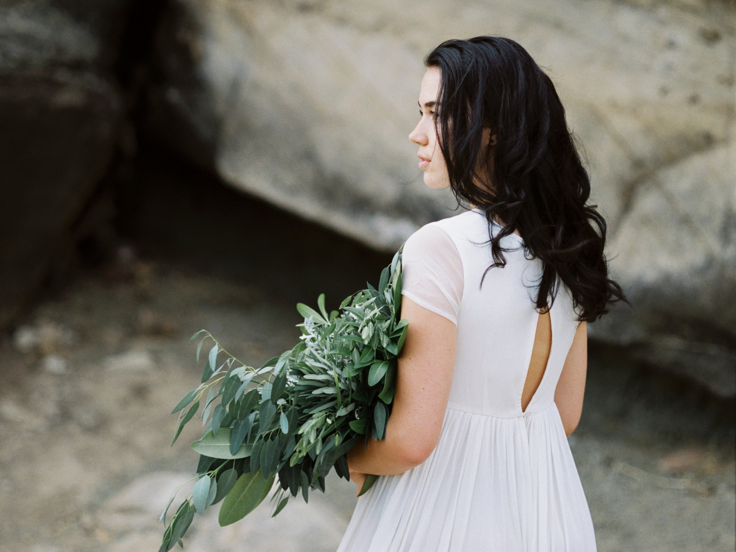 Minimalist southern Oregon lakeside bridal inspiration. To view full post,  click here.