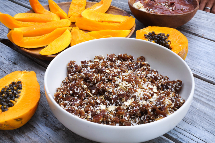 If too sticky, add more mulberries or oats. (Some dates are juicier than others.)