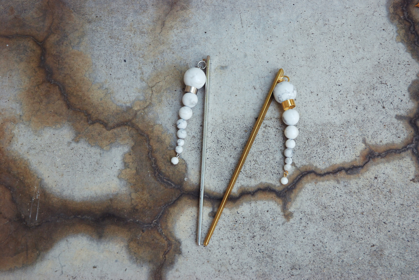 OLYMPIA hairstick (howlite)