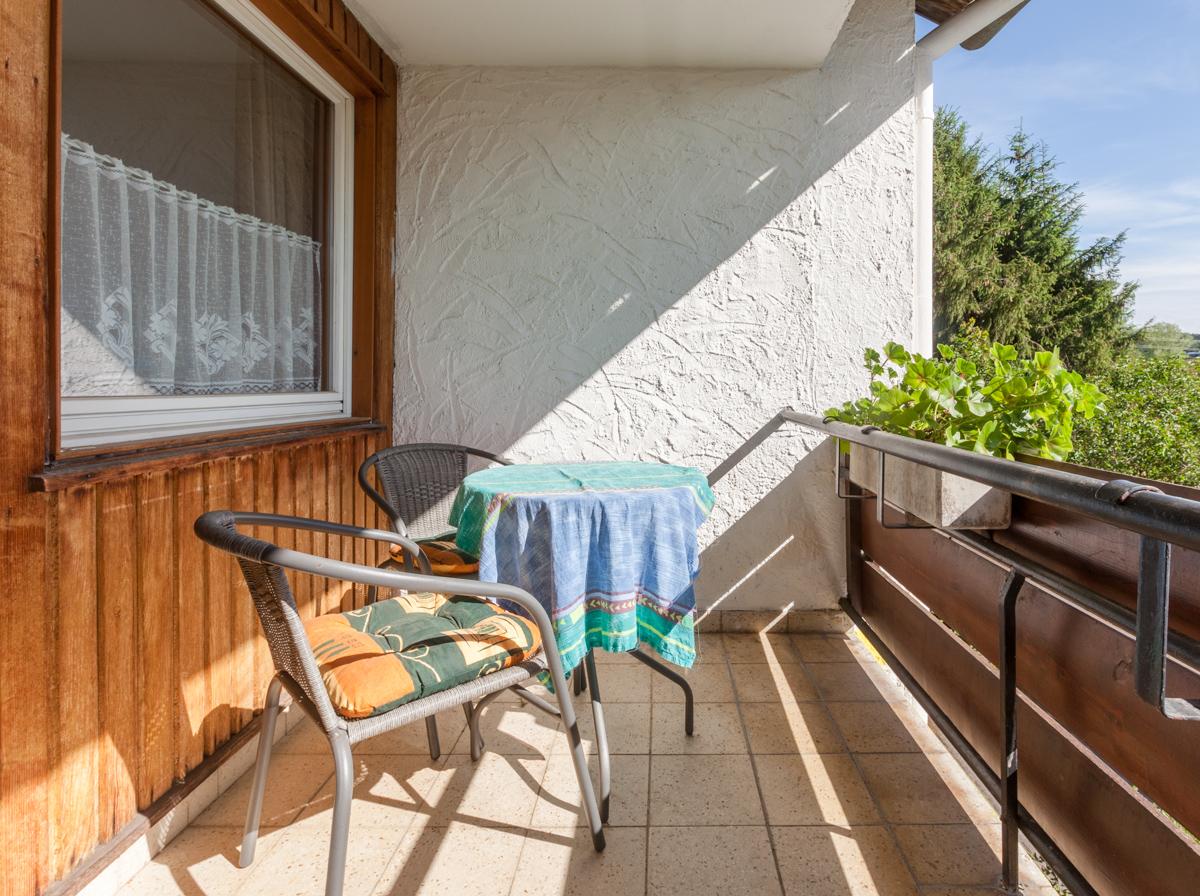 Doppelzimmer mit Balkon #5/ Gemeinschaftsbad auf der Etage