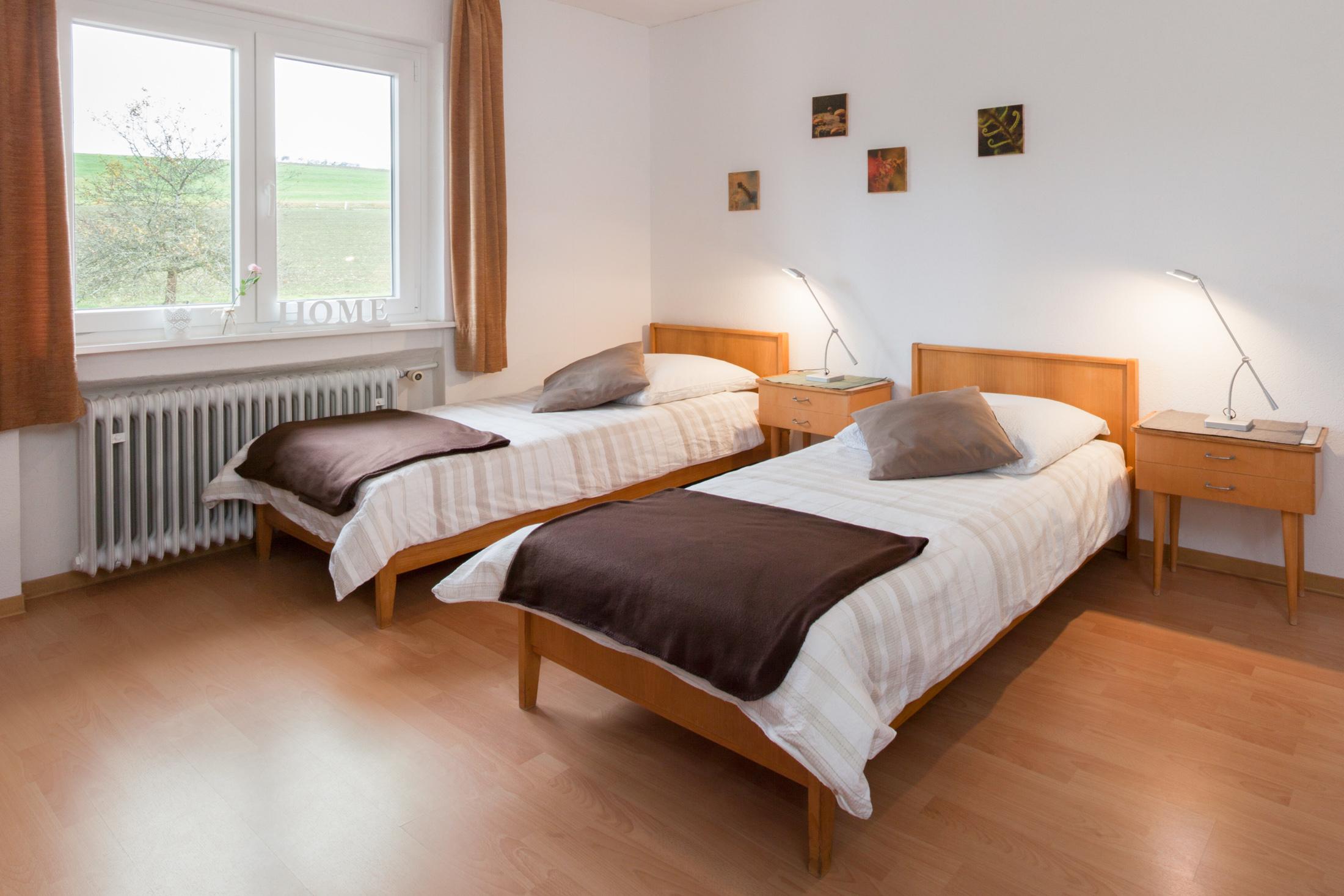 Doppelzimmer mit Twin Bett (90x200) #8 / Gemeinschaftsbad auf der Etage