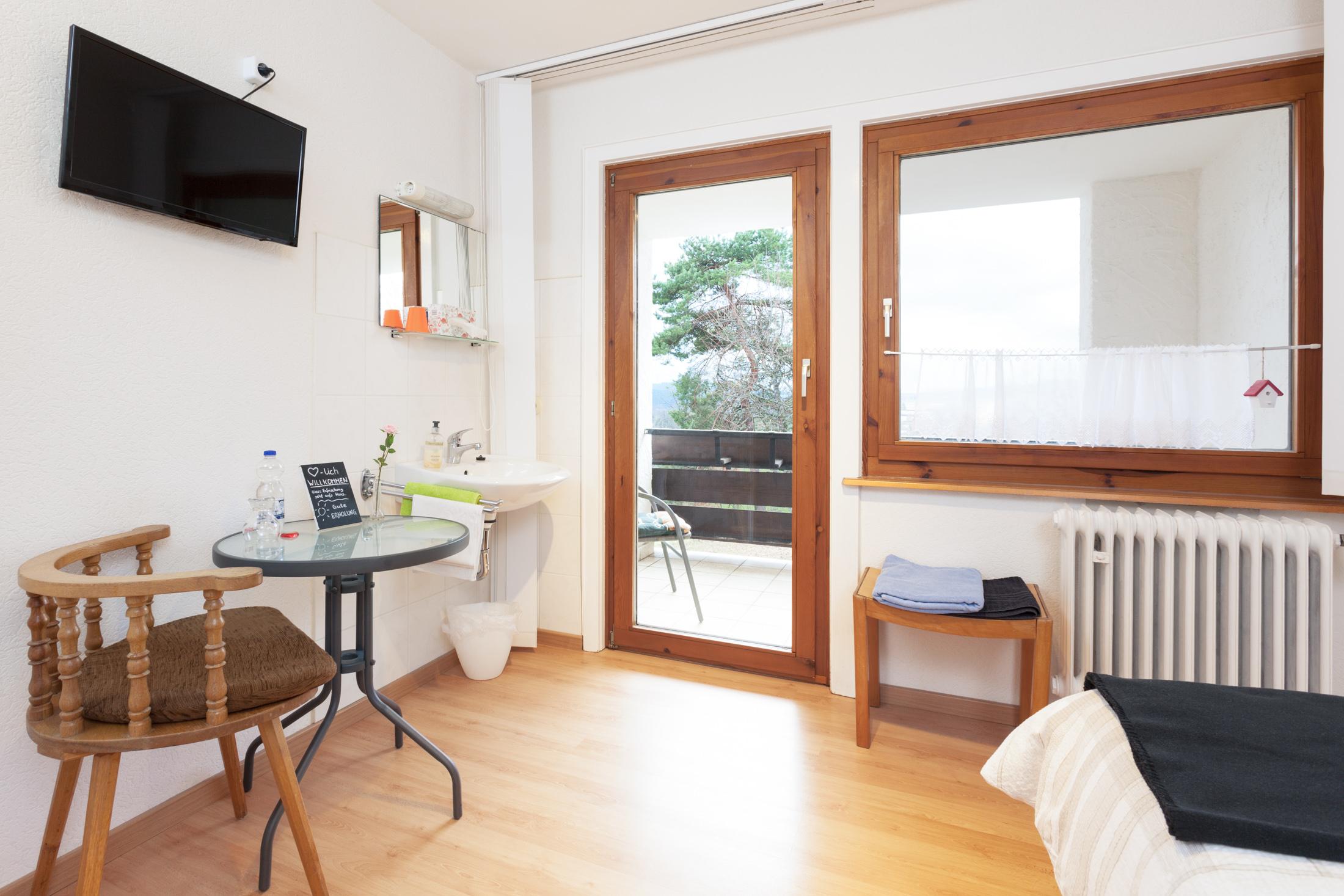 Einzelzimmer mit Balkon #4 / Gemeinschaftsbad auf der Etage