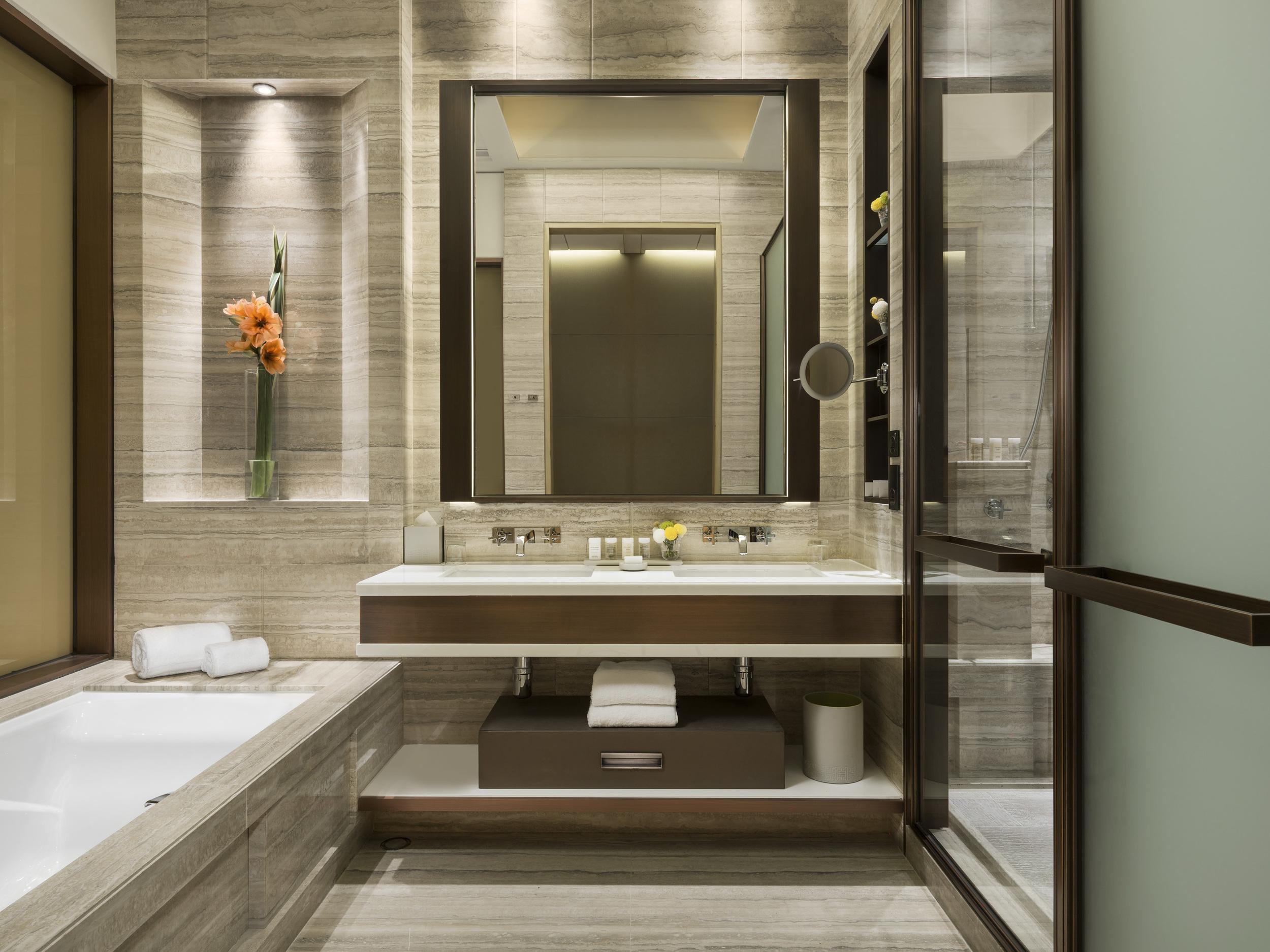 OHK_Deluxe Olympian Room bathroom.jpg