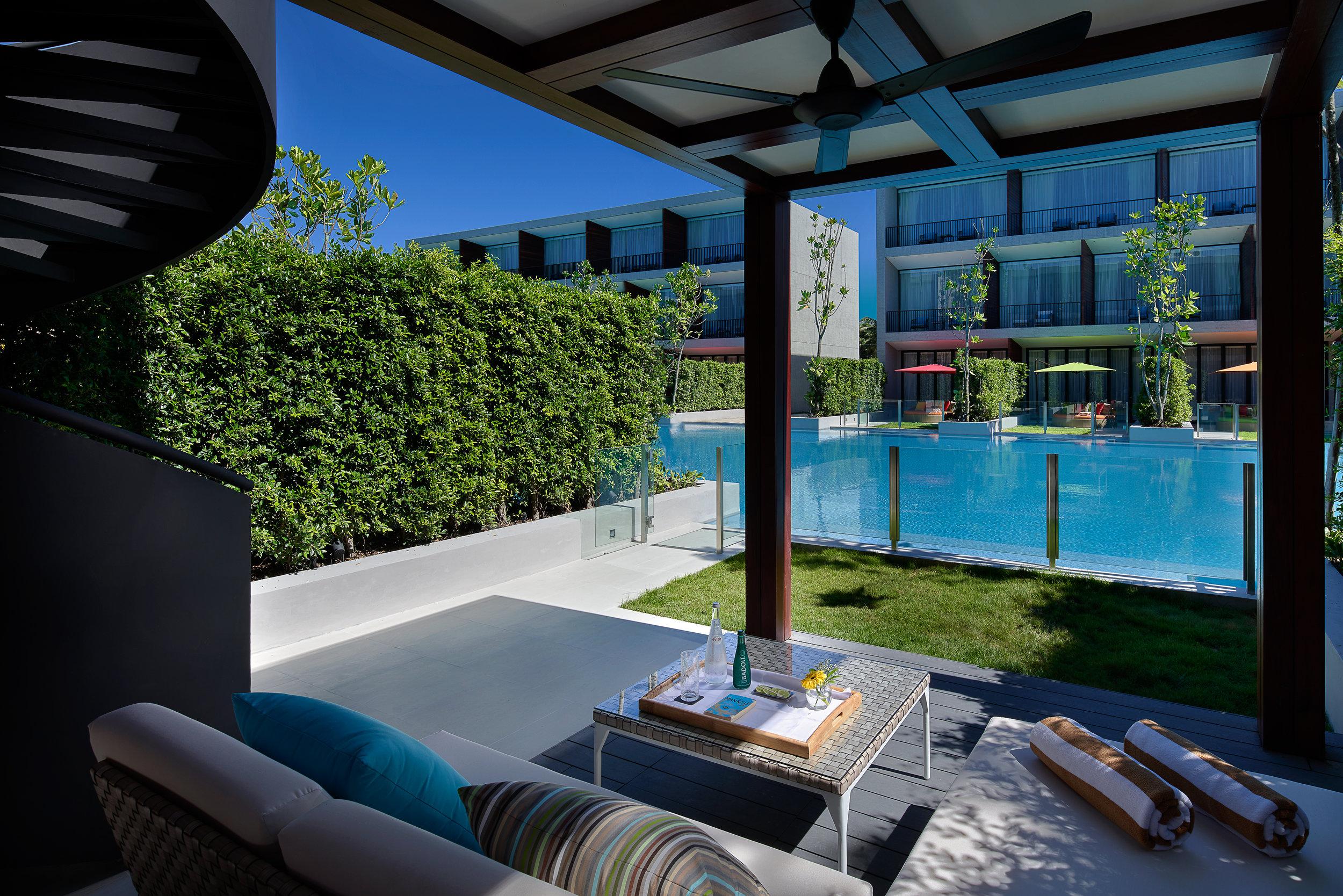 SO Comfy Pool Access