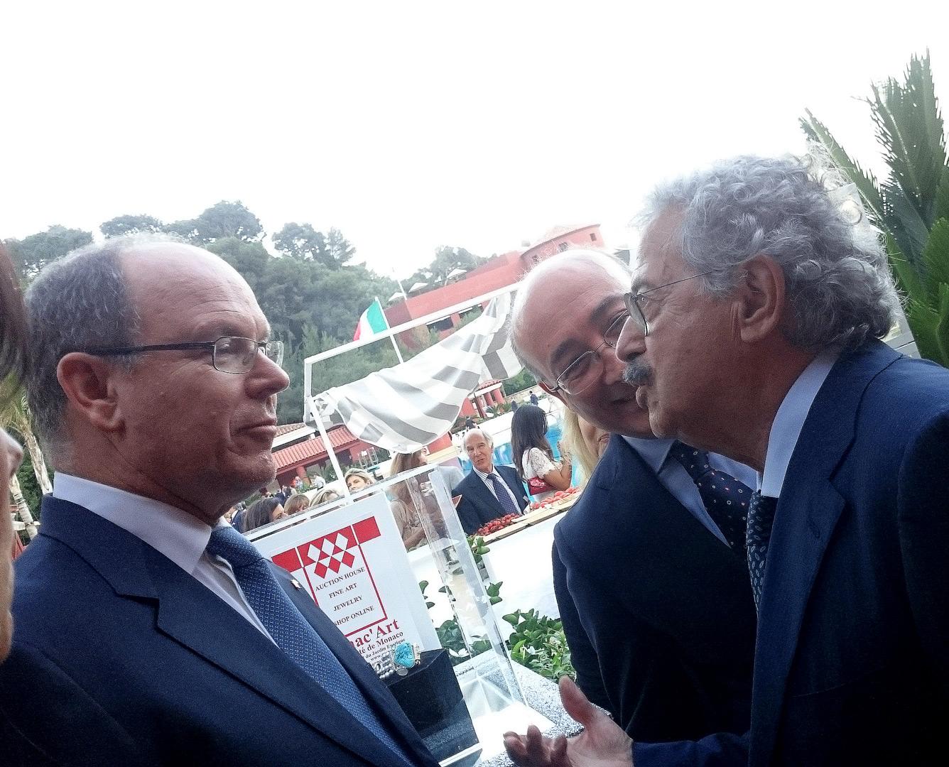 Il principe Alberto II di Monaco e Rodolfo Viola in occasione dei festeggiamenti del 2 giugno a Montecarlo.