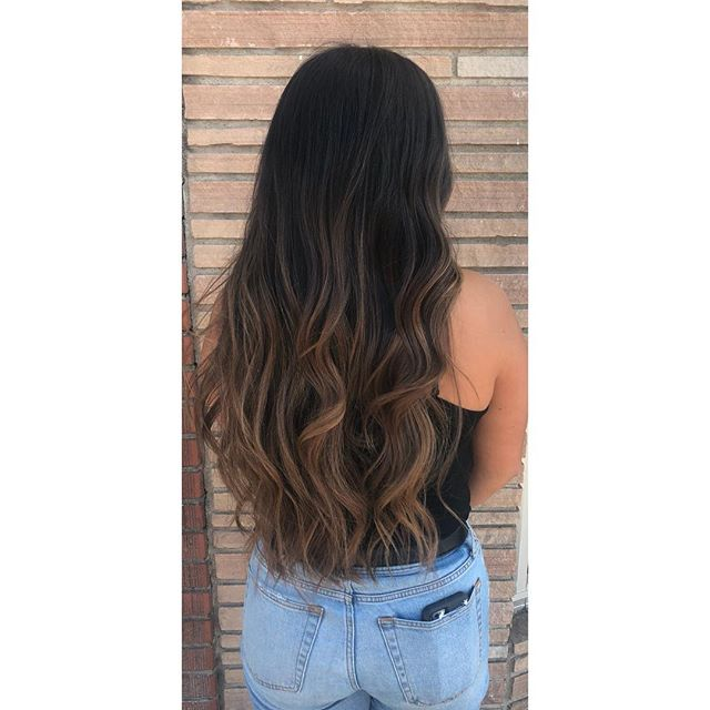 🔥🔥🔥 Natural balayage for this first timer hair by @jackiestyles91 #balayage #santabarbarahairstylist #santabarbarasalon #hairgoals #schwarzkopf #behindthechair