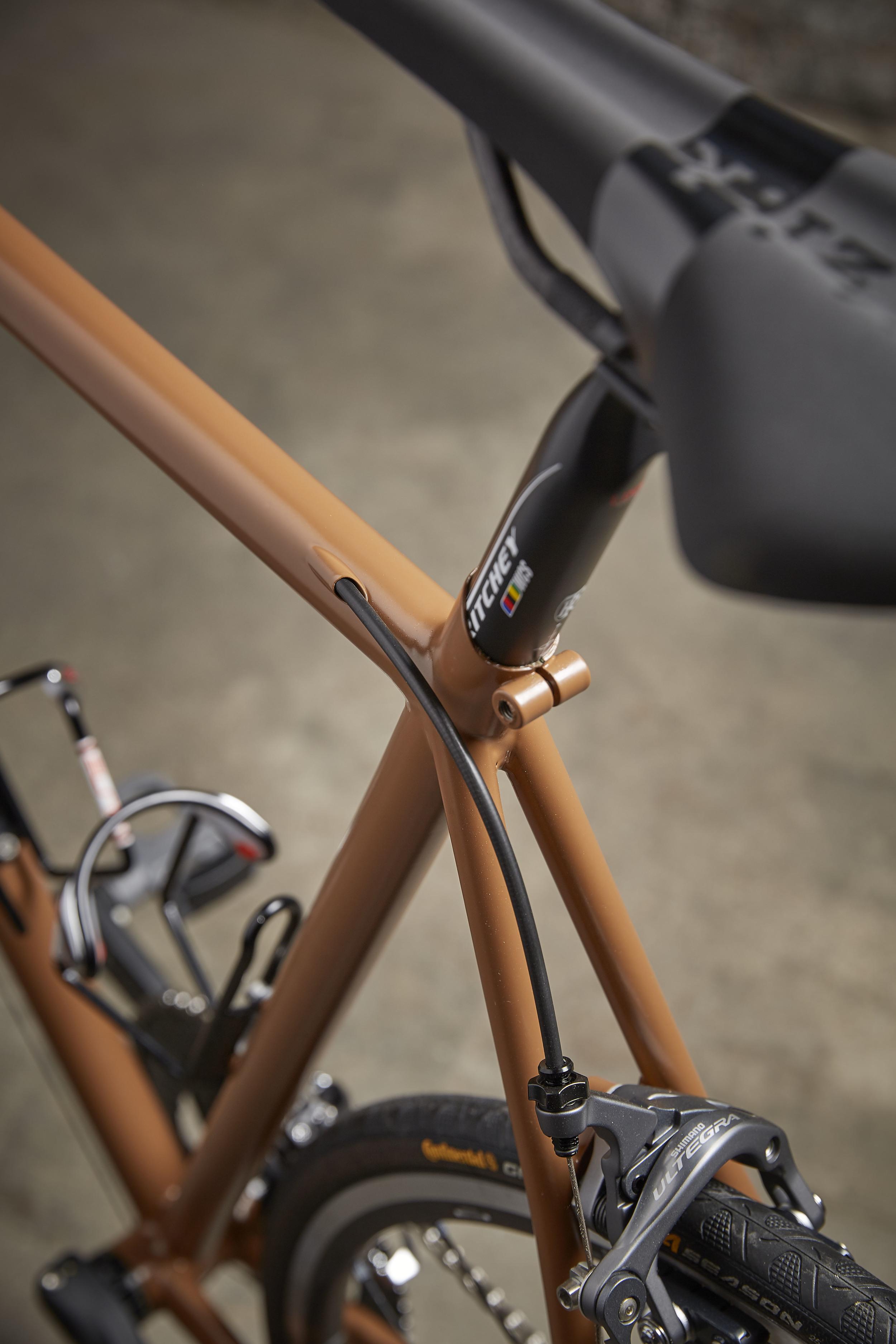 0010 Roadbike Internal Cable Out.jpg