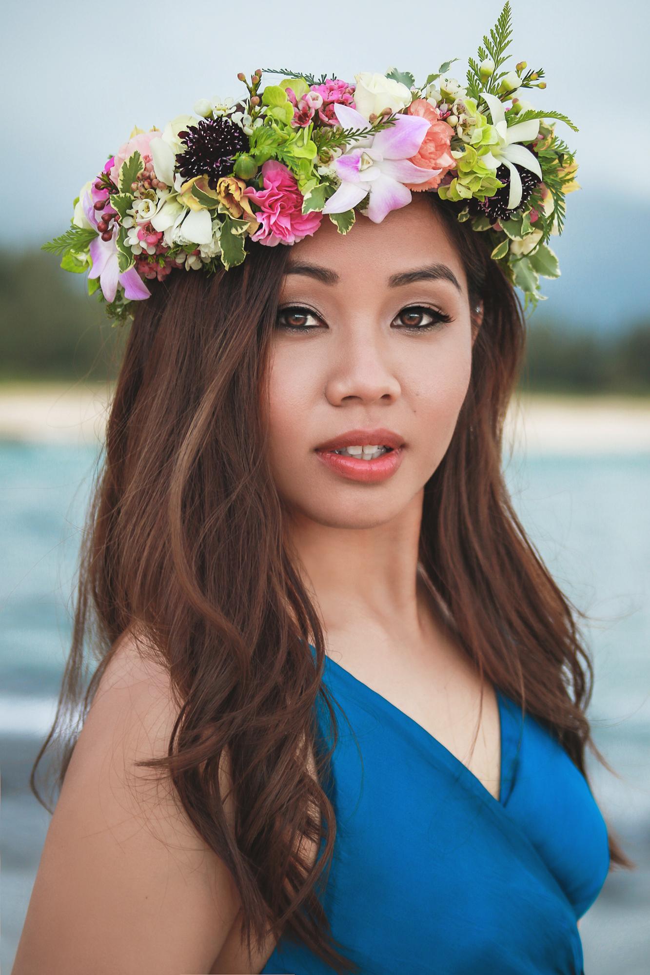 Aimee wearing a haku by  @thehappyhaku  Makeup by  @faithandbeautyhawaii