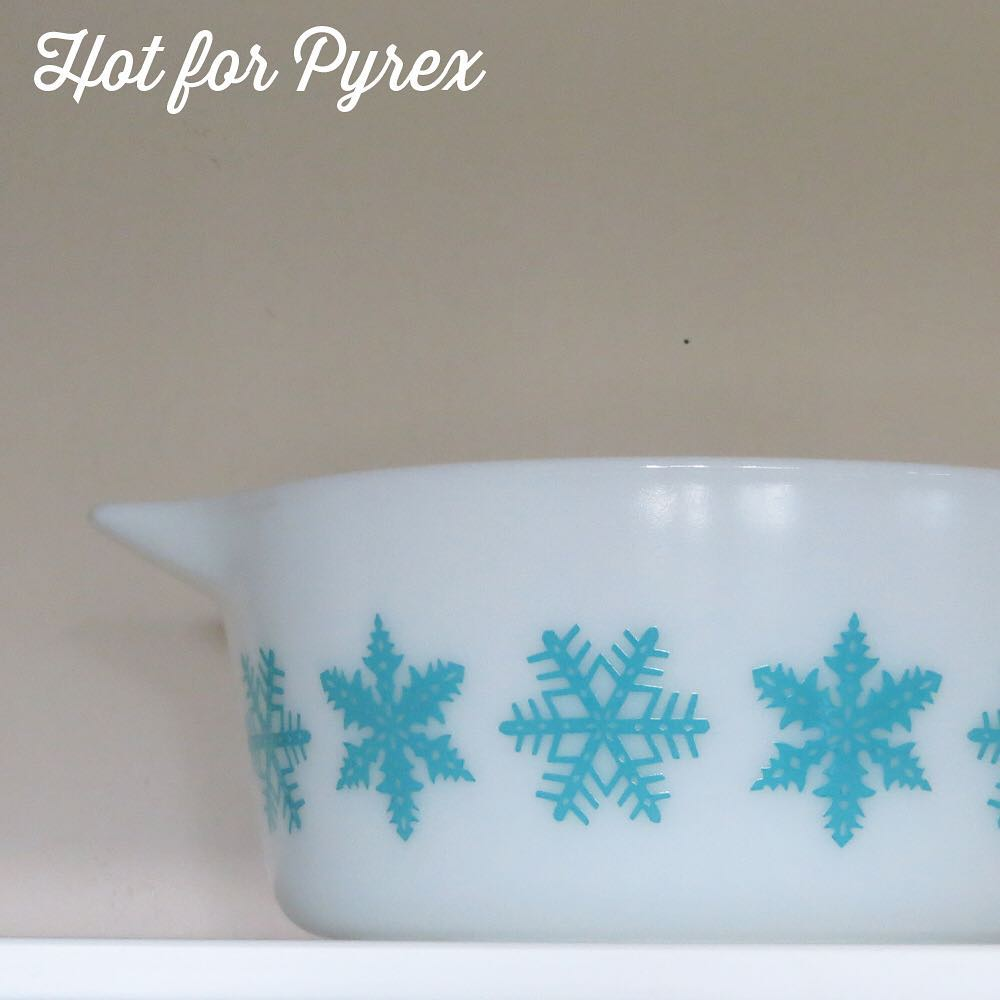 Day 45 of 10 - Like the Early American pattern, the snowflake pattern was produced in a series of non-standard patterns.  This 475 is an example of such.  #pyrex100 #100hfp #hotforpyrex #pyrexaddict #vintagepyrex #rarepyrex #love #pyrexlove #pyrexpassion