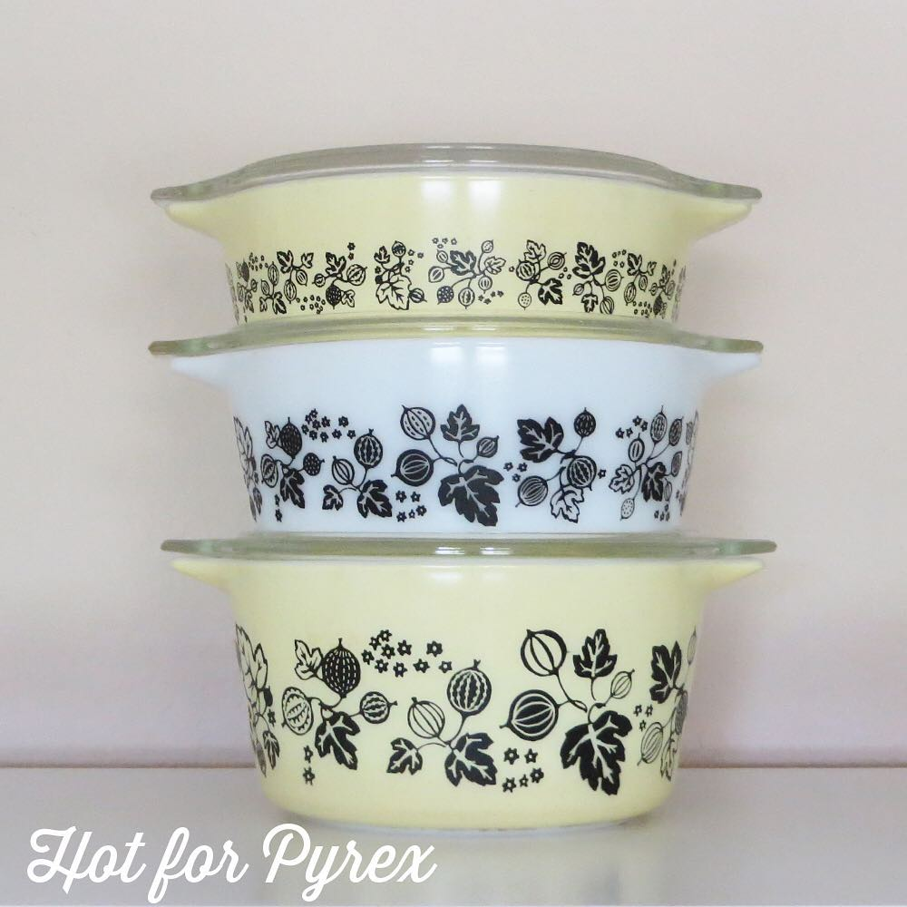 Day 24 of 100 - Continuing with the theme of pieces of Pyrex from awesome collectors and hunters online, the 473 in this picture was sold to me by a generous woman after I had hunted unsuccessfully for the last piece to the set for several years.  #100hfp #hotforpyrex #rarepyrex #htfpyrex #pyrexaddict #vintagepyrex #love #cmog #pyrexlove