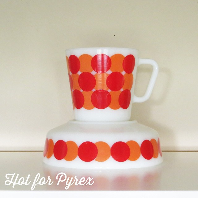 Day 7 of 100 - Phew, made it through the first week!  I have tried to restrict my mug collecting, but this pattern is too vibrant to refuse. #100hfp #htfpyrex #hotforpyrex #mugs #cmog #vintagepyrex #happy #love