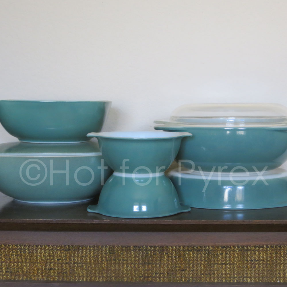"""This shade of green is often referred to as """"Heinz"""" because of the 1953 baking dish of the same color that was offered as a promotion in connection with Heinz products.     While the 'Heinz' baking dish is relatively easy to find, other bakeware items were also made in the distinctive forest green color. These pieces range from hard-to-find to rare. My collection is still incomplete - I am on the search for the 209 'Heinz' Pie Plate.     Pictured from l to r: 525 Hostess with Lid, 515 Hostess without Lid, mini bowls (thought to be test pieces), 221 Cake Pan, & 024 Round Casserole."""