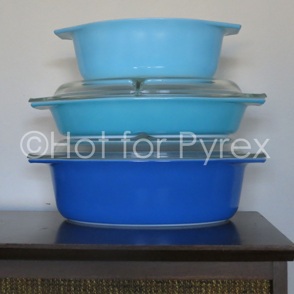 To compliment the Americana Blue Pyrex mixing bowl set, a set of three bakeware dishes in corresponding colors was created.  The bakeware set consists of an 043, 063, and 045.  In the order seen above, each dish matches a bowl in the Americana Blue bowl set (i.e., 043 = 401, 063=402, 045=403).