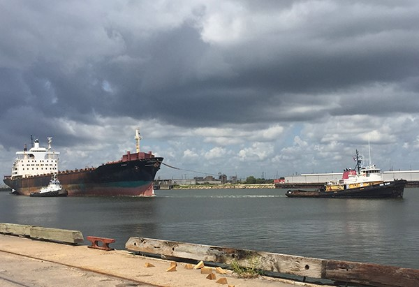 Horizon Trader being towed out of Brownsville, TX, to India, Sept. 2, 2015 (C) BAN