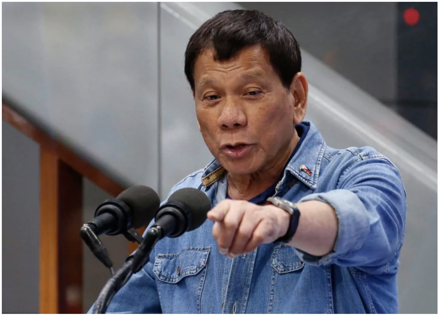 "The president of the Philippines, Rodrigo Duterte, says that if Canada doesn't take back tonnes of trash within the next week, he will ""declare war"" and ship the containers back himself. (Bullit Marquez/Associated Press)"