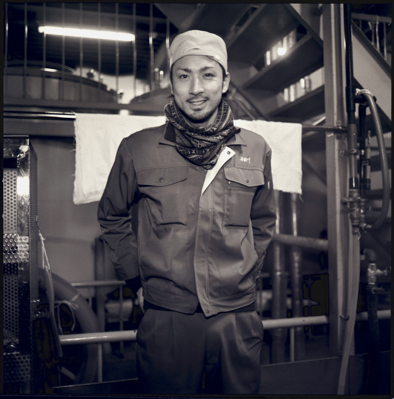 Yoshida Yasuyuki (28). Tedorigawa brewery is his namesake. He will be the 6th generation president of Tedorigawa brewery after his father. He works 6 months during the winter to make sake and then the remaining 6 month he tirelessly promotes his sake all over the world.