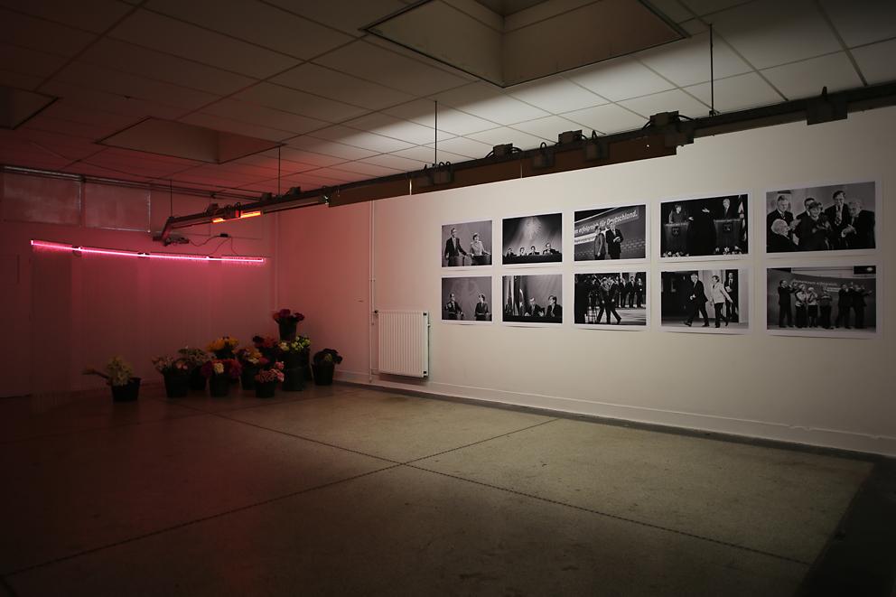 B32 - Topless - Nina Grunenberg (li), Regina Schmeken (re), Installationsansicht 2015 (c) Foto Ben Kaufmann.jpg