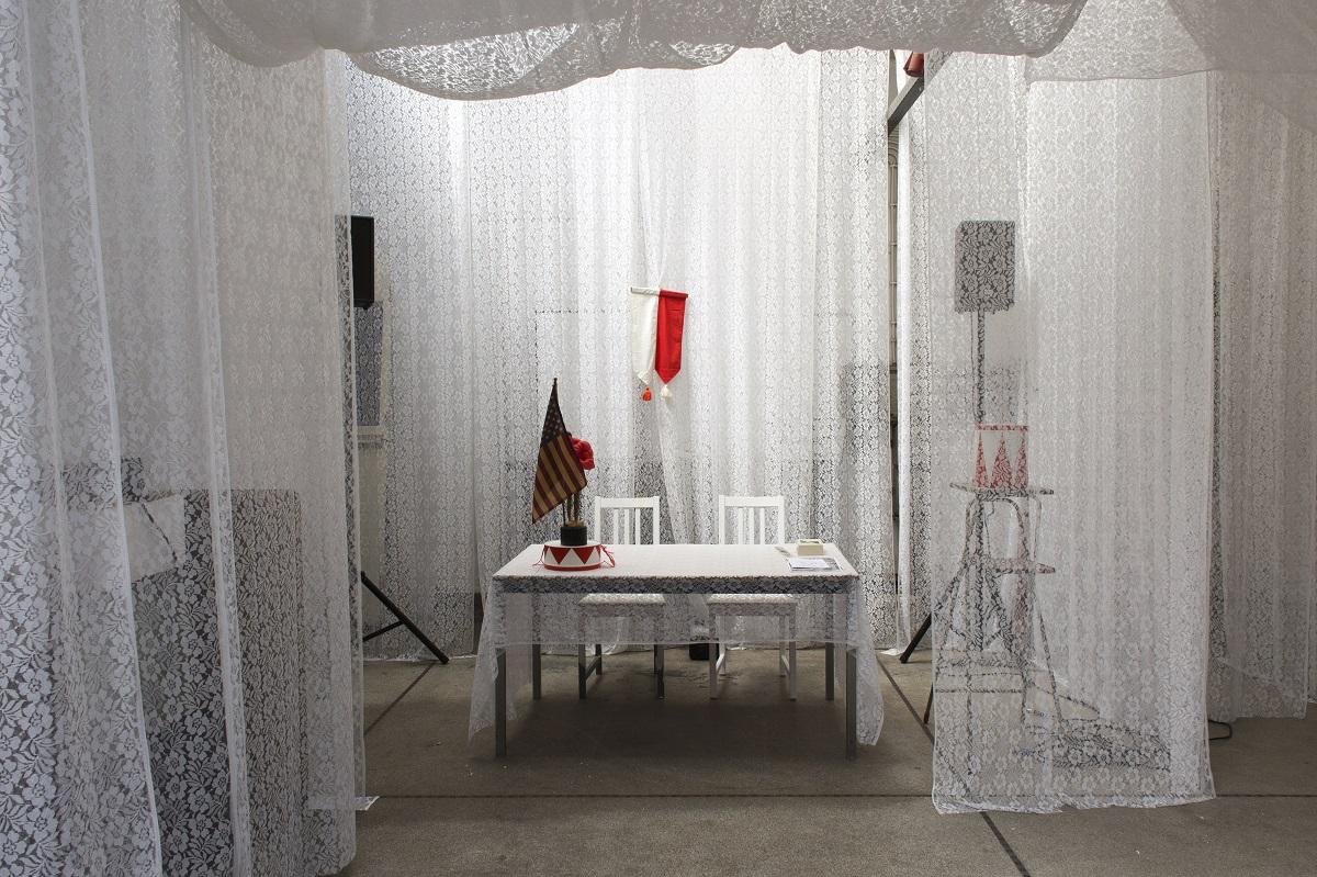 B32 - Topless - Variéte Talullah, Installationsansicht 2015 (c) Foto Ben Kaufmann.jpg