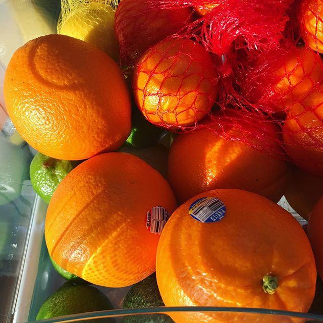 Citrus drawer is ready for punch party tomorrow! #citrus #orange #lemon #lime #punch #punchprep #sunriseinthefridge #goodmorning