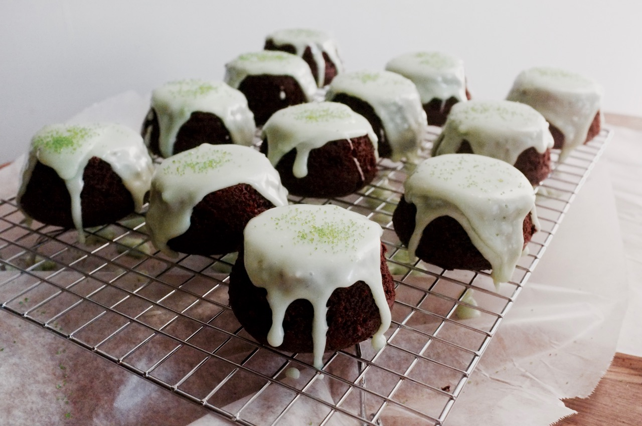 Peppermint Mocha Mini Cakes - Hill Reeves