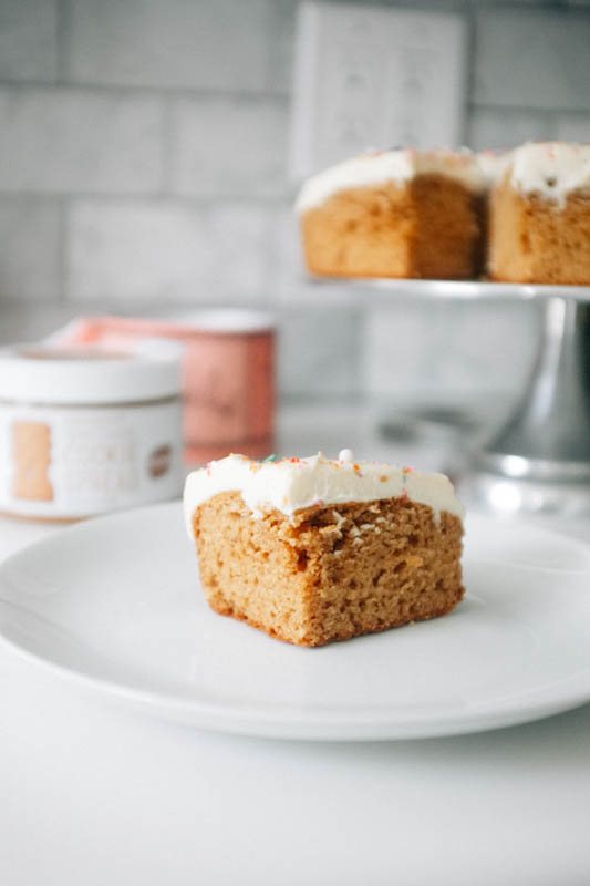 speculoos cake with cream cheese frosting - hill reeves