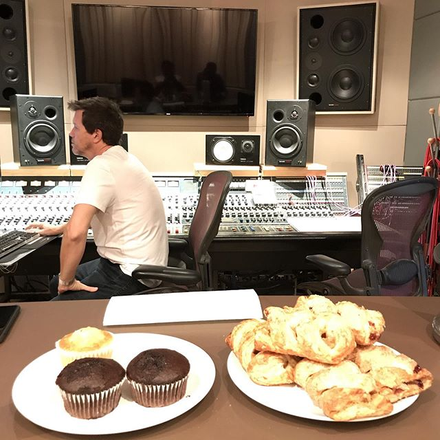 Thanks so much for the great hospitality @phaseonestudios a great start to a great day!! #indiemusic #studio #recordingstudio #derinmusic #thankyou #thesix #greathospitality #indieartist #bygracealone #thesix #worshipmusic