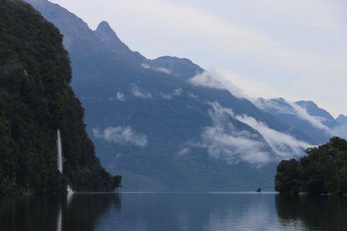 fiordlandwaterfall.jpg