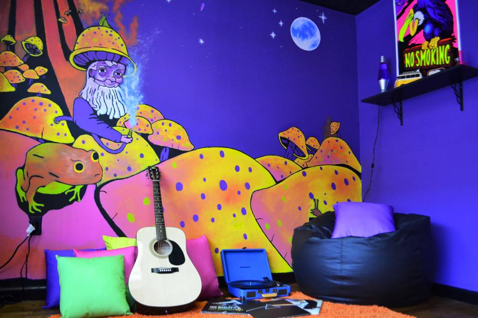 Long Island's BEST Head Shop Euphoria Psychedelic Gift Shop :)