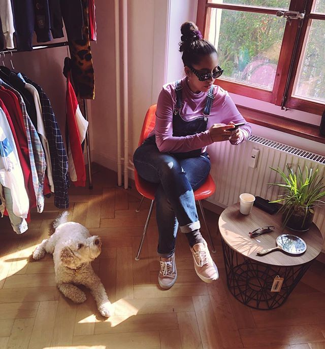 serious business 📲 (probably watching videos of dogs in insta) 🐶🤷🏽♀️