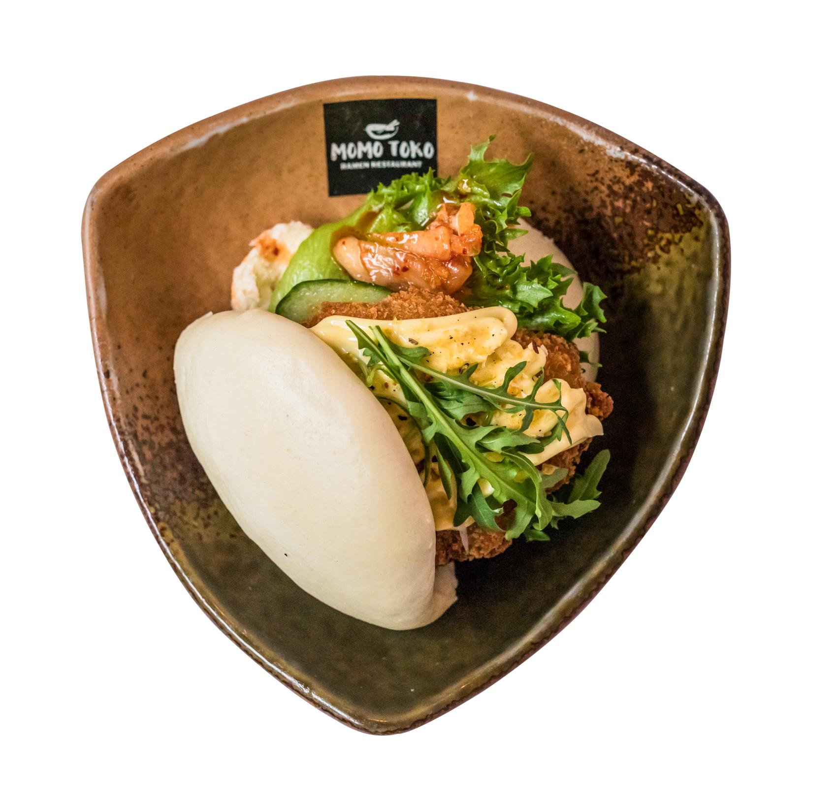 Fried Chicken Bao -6,50€ - Steamed Bun, Deep Fried Chicken, Kimchi, Salad, Cucumber, Arugula, Scallions & Lemon-Garlic Mayo(G, M)