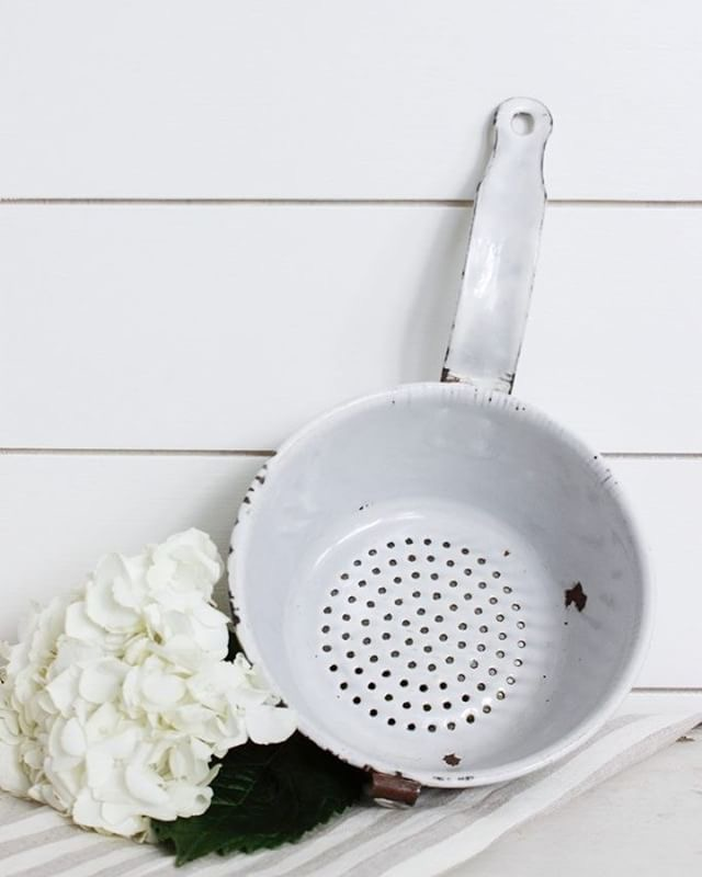 Win this white chippy colander. The Ultimate Chippy Giveaway.
