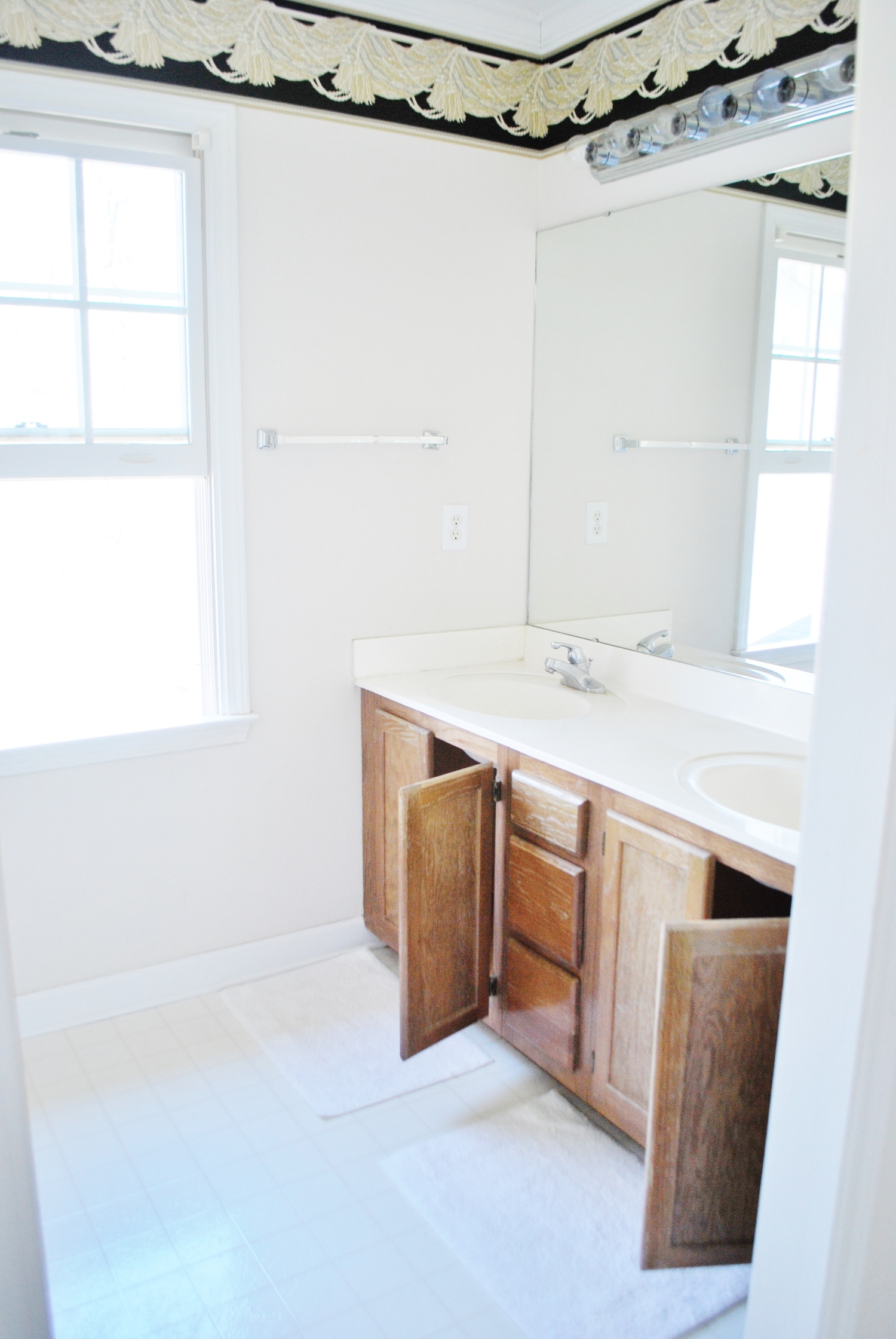 Weekend Budget Friendly Bathroom Makeover Before Picture