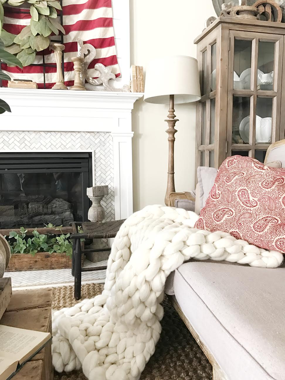 Fourth of July Living Room Decor with Artisen Home Chunky Knit Blanket